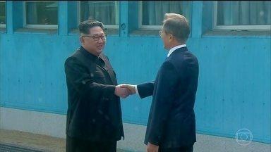 Encontro entre Donald Trump e Kim Jong-Un está ameaçado - Exercícios militares ameaçam a reaproximação histórica entre as Coreias. Pyongyang anunciou o cancelamento da reunião de alto nível entre dirigentes dos dois países.