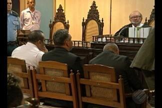 Acusados de envolvimento em um grupo de extermínio foram condenados após julgamento - Eles receberam penas que chegam a 76 anos de prisão por crimes como homicídio, formação de quadrilha e ocultação de cadáver.