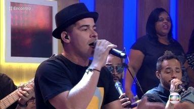 Thiago Martins e Sorriso Maroto se apresentam no 'Encontro' e falam de Bruno Cardoso - Bruno teve que se afastar do grupo para tratar uma doença do coração e contou com a amizade de outros músicos para seguir a agenda de shows