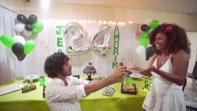 Jeniffer Nascimento mostra vídeo de pedido de noivado - O ator Jean Amorim fez o pedido durante a comemoração de seu aniversário de 24 anos. Jeniffer conta que mora com o noivo há três anos e planeja se casar em 2019