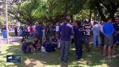 Guardas municipais protestam por melhores salários no Recife - Manifestação ocorreu na Praça do Derby e não afetou o trânsito.