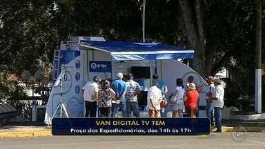 Van da TV Digital da TV TEM orienta moradores de Ipaussu e Chavantes - Nesta quarta-feira (16), os moradores de Ipaussu e Chavantes vão poder tirar todas as dúvidas sobre o desligamento do sinal analógico durante a visita da Van da TV Digital da TV TEM