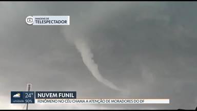 Fenômeno no céu chama a atenção de moradores do DF - A nuvem funil, como é chamada pelos meteorologistas, foi registrada em algumas regiões do DF.