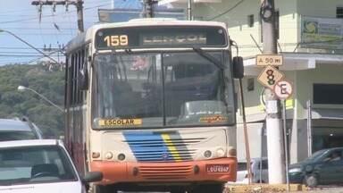 População de Jacupiranga se preocupa com transporte coletivo e escolar - Reclamações dos moradores vão desde bancos rasgados até falta de freios.
