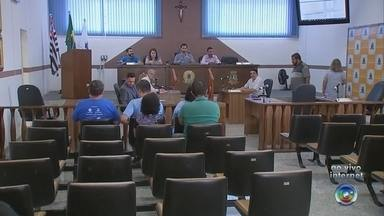 Vereadores de Salto de Pirapora discutem reajuste de salário dos servidores públicos - Os vereadores de Salto de Pirapora (SP) estão reunidos em uma sessão extraordinária para discutir a proposta de reajuste dos servidores públicos do município.
