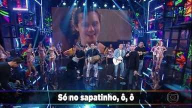 Só no Sapatinho canta hit da carreira - Música foi trilha sonora da novela Torre de Babel
