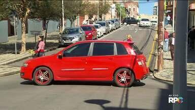 Acidentes preocupam moradores e comerciantes num cruzamento do São Francisco - Nós recebemos várias reclamações do binário da Mateus Leme com a Nilo Peçanha.O problema é no cruzamento da Rua Paula Gomes com a Rua Mateus Leme.