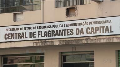 Homem que matou o vizinho a tiros depõe na polícia - Ele está preso na central de flagrantes de Curitiba