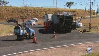 Rodovia Washington Luís passa por obras de recapeamento nos acessos a São Carlos - Objetivo é melhorar o asfalto; serviços ocorrem diariamente das 7h às 17h.