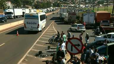Protesto de caminhoneiros segue no segundo dia nas estradas do Paraná - Os caminhoneiros protestam contra a alta do diesel.