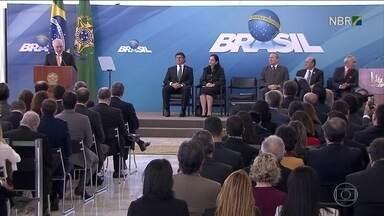 Prejudicados por planos econômicos estão perto de recuperar dinheiro - Dois milhões e meio de brasileiros atingidos pelos planos Bresser, Verão, e Collor 2 podem começar a respirar aliviados. Eles estão perto de recuperar o dinheiro que perderam: são cerca de R$ 12 bilhões