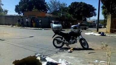 Mulher morre atropelada por moto em Aparecida de Goiânia - Polícia diz que motociclista não viu mulher atravessando a rua.