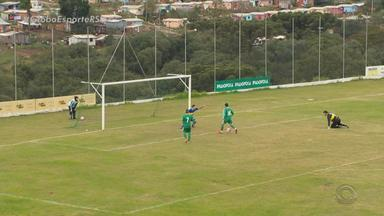 Atacante do Gaúcho de Passo Fundo perde gol incrível contra o Cruz Alta - Assista ao vídeo.
