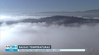 Frio chega de surpresa e obriga muita gente a mudar a rotina - É a primeira massa de ar polar do ano em Minas Gerais. A temperatura mínima chegou aos 8°C nesta semana em Belo Horizonte.