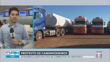 Protesto de caminhoneiros ameaça abastecimento de aviões - Diretor de Operações da Inframerica afirma que há combustível para hoje e amanhã. Caminhoneiros continuam parados em rodovias e pedem redução no preço do diesel. Petrobras chegou a anunciar redução para quarta-feira, mas não fala em mudança na política de preços.