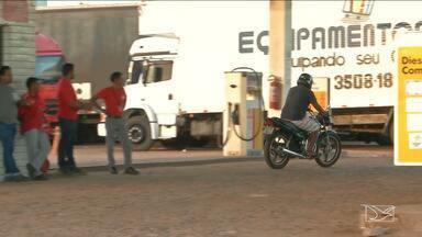 Diminui o abastecimento nos postos de combustíveis em Caxias - Além do abastecimento de combustível, cidade também sofre com a diminuição de produtos alimentícios.