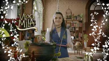 Aulas de Magia - Eita! Mila aparece com chifres na testa. Ela conta o que pode acontecer numa aula de Magia e fala sobre Odília, a possível inimiga que estuda na mesma turma que ela.