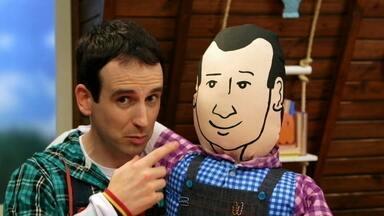 Brincando Com Novos Amigos - Quando um boneco com a forma de Fabian aparece misteriosamente na porta de Daniel, ele tem a ideia de fazer vários outros bonecos, representando pessoas que ele também conhece.
