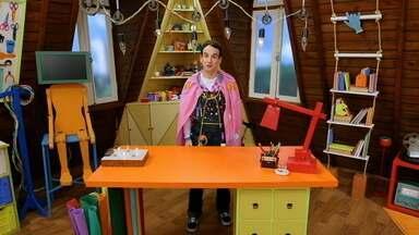 Com Panos e Tintas - Xerlocão traz até Daniel um convite para uma festa à fantasia que vai acontecer naquele mesmo dia. Inspirado pela chegada da Moça do Fusca Cor de Rosa, ele improvisa fantasias usando panos estampados.