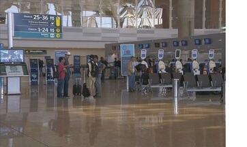 Viracopos recebe mais seis carretas de combustível para abastecimento de aviões - Autonomia do aeroporto foi estendida para esta terça-feira (29), às 10h. Até o momento, 24 vôos foram cancelados.