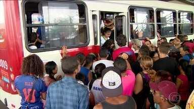 Circulação de ônibus melhora, mas ainda não foi regularizada - No Rio, 20 estações do BRT reabriram e 71% da frota de ônibus convencionais circularam. Em SP, a frota variou de 50% a 70% do normal.