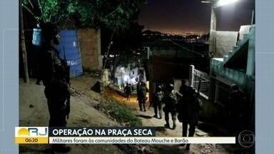 Militares fazem operação nas comunidades do Bateau Mouche e Barão, na Praça Seca - O comando conjunto da intervenção na segurança do Rio fez uma operação na madrugada desta quarta-feira (30) em comunidades da Praça Seca, na Zona Oeste do Rio.