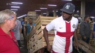 Confira como está o abastecimento de hortifruti no Rio e em São Paulo - No décimo dia de greve dos caminhoneiros, as cargas de alimentos começam a chegar. Na feira, consumidores não aceitam pagar preços abusivos e escolhem os produtos