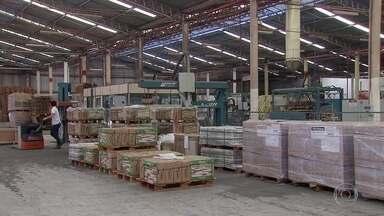 Prejuízos com a greve dos caminhoneiros forçam férias coletivas de estaleiro em PB - Fábricas de outros setores também tentam reduzir prejuízos gerados pela falta de produtos e de transporte.