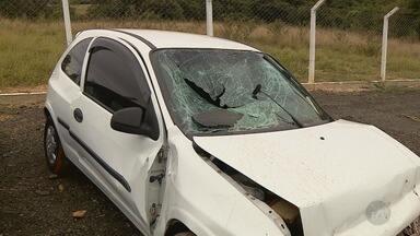 Acidente deixa mulher morta e outras duas pessoas feridas na Rodovia SP-101, em Rafard - Veículo bateu na estrutura metálica do canteiro central. Vítimas foram encaminhadas para a Santa Casa de Capivari (SP).