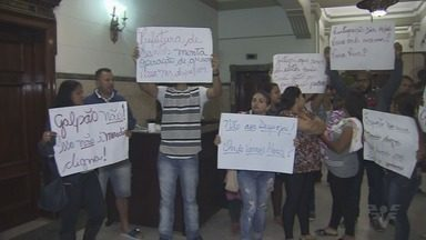 Moradores da Vila Progresso protestam em frente à Prefeitura de Santos - Eles são contra reintegração de posse determinada pela Justiça.
