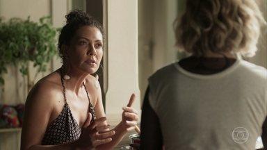Cacau desconfia das intenções de Roberval - Ela conta para Luzia que se reencontrou com Edgar. Cacau incentiva a irmã a esquecer Beto/Miguel
