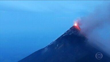 Sobe para 65 o número de mortos na erupção do vulcão de Fuego, na Guatemala - A erupção, a 50 quilômetros da capital do país, começou no domingo (3) e durou dezesseis horas e meia. As equipes de resgate tiveram de parar o trabalho devido ao lançamento de gases, lama e cinzas.