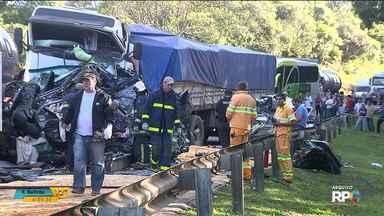 Acidente que matou seis pessoas na BR-277, em São Luiz do Purunã, completa um ano - Investigações apontam que motorista que provocou a batida não fez a manutenção adequada dos freios.