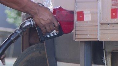 Governo diz que vai usar 'poder de polícia' contra postos que não baixaram preço do diesel - Já são mais de 6 mil denúncias contra postos que não baixaram o preço do diesel. O governo afirmou que vai usar 'poder de polícia' para fiscalizar, mas ainda não disse como.