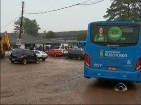 Funcionários da Codepas paralisam atividades - Recolhimento de lixo e linhas de ônibus foram interrompidos nesta manhã