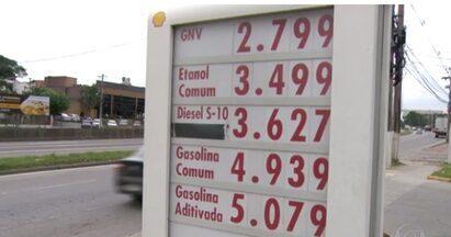 Motoristas procuram diesel com o desconto prometido pelo governo - Governo diz que desconto de R$ 0,46 já pode ser concedido porque preço do diesel na refinaria, usado para cálculo do ICMS, já foi reduzido.