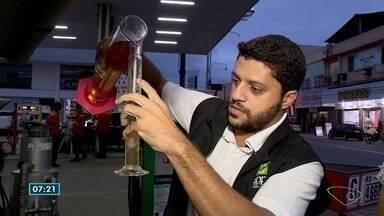 Fiscais da ANP fazem vistoria em postos de combustível de Cachoeiro de Itapemirim, ES - Eles receberam denúncias de que o combustível estava adulterado.