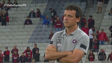 De sensação a pressionado, Fernando Diniz defende marca histórica do Atlético na Arena - Furacão nunca perdeu para o rival na Arena