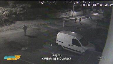 Homem é baleado durante briga de rua em Ponta Grossa - Imagens de câmera de segurança flagraram a ação.