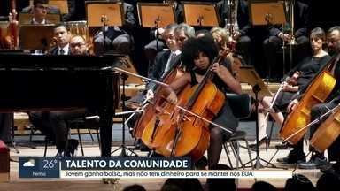 Jovem ganha bolsa em escola de música, mas precisa de doações para estudar nos EUA - Kely Pinheiro. de 20 anos, ganhou uma bolsa de estudos em uma das maiores escolas de música do mundo, mas não têm dinheiro para se manter nos Estados Unidos.