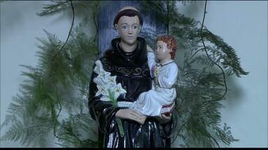 Hoje é dia de Santo Antônio, o santo 'casamenteiro' da Igreja Católica - A história desse santo deu a ele esse título de casamenteiro e acabou se tornando o santo preferido dos namorados.