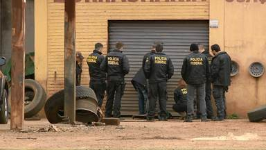 Mais de 300 policiais fazem operação contra quadrilha suspeita de contrabandear cigarros - Mandados de prisão foram cumpridos no Paraná, Santa Catarina e Rio Grande do Sul.
