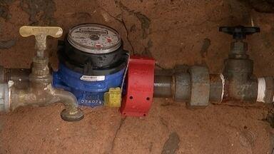 Aumenta o número de furto de água em Bauru - O furto de água cresceu em Bauru. E entre os casos mais encontrados pelos fiscais estão os donos de residências que alteram o medidor para não pagar o consumo. A multa nesses casos pode chegar a R$ 650.