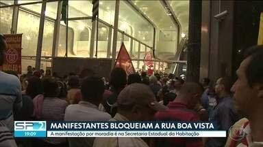 Manifestantes ocupam entrada da Secretaria Estadual de Habitação - Uma comissão do MTST foi recebida para discutir as reivindicações do grupo