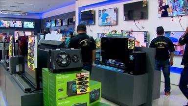 Itens de festas juninas e Copa do Mundo são fiscalizados pelo Procon no Amapá - Fiscalizações seguem até sexta-feira (15) em estabelecimentos no centro comercial de Macapá. Visitas são de caráter informativo aos empresários e lojistas.