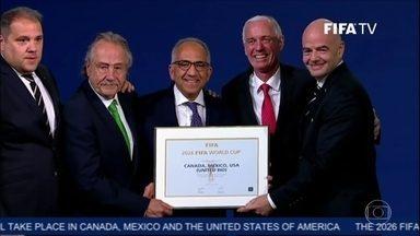 América do Norte é escolhida para organizar a Copa do Mundo de 2026 - Pela primeira vez, uma Copa do Mundo vai ser sediada entre três países. Estados Unidos, Canadá e México venceram a única concorrente Marrocos por 134 votos a 65.