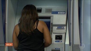 Governo vai liberar saque do PIS/PASEP para cotistas de todas as idades e rendimentos - O dinheiro vai poder ser retirado a partir da segunda-feira que vem. Somando tudo, a ideia do governo é injetar mais de R$ 34 bilhões na economia.
