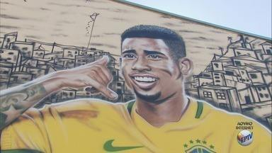 Pintura da Copa do Mundo chama atenção em Pouso Alegre, MG - Pintura da Copa do Mundo chama atenção em Pouso Alegre, MG