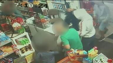 Suspeitos de assalto que foram chutados por criança são presos em Paranavaí - O caso foi no dia 02 de junho e chamou atenção com a reação inesperada do menino de 6 anos que chutou os assaltantes para defender o pai.