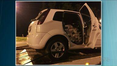 Polícia apreende carro lotado com cigarros na PR-323 - Motorista conseguiu fugir da abordagem policial.